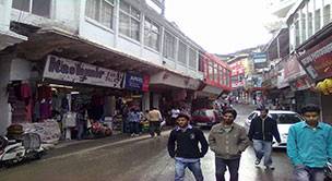 the-mall-road-in-mussoorie